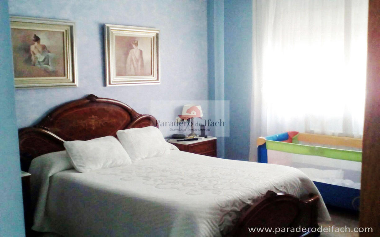 Flat -                               Calpe -                               4 slaapkamers -                               0 personen